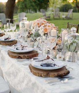 Bella tavola estiva all'aperto