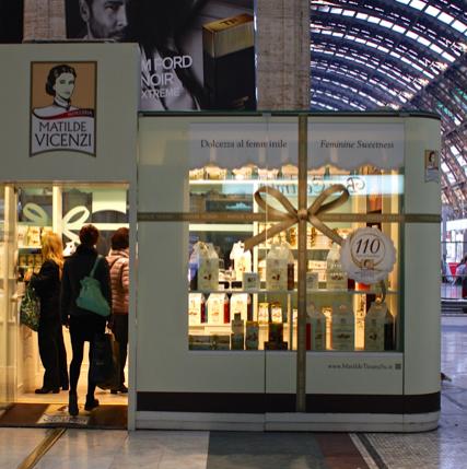 Il Temporary Shop di Matilde Vicenzi a Milano: vetrina e ingresso