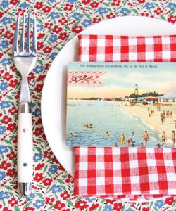 Mise en place e vacanze: il segnaposto a cartolina