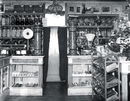 Matilde Vicenzi iniziò la sua attività nel 1905 a San Giovanni Lupatoto (Verona)