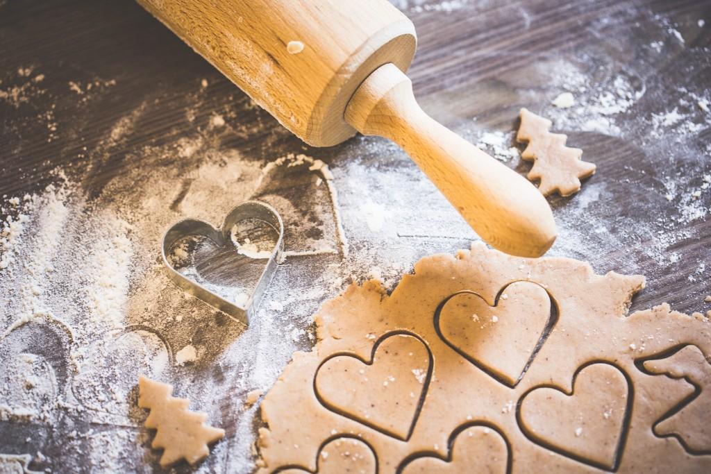 preparing-christmas-sweets-lovely-hearts-picjumbo-com