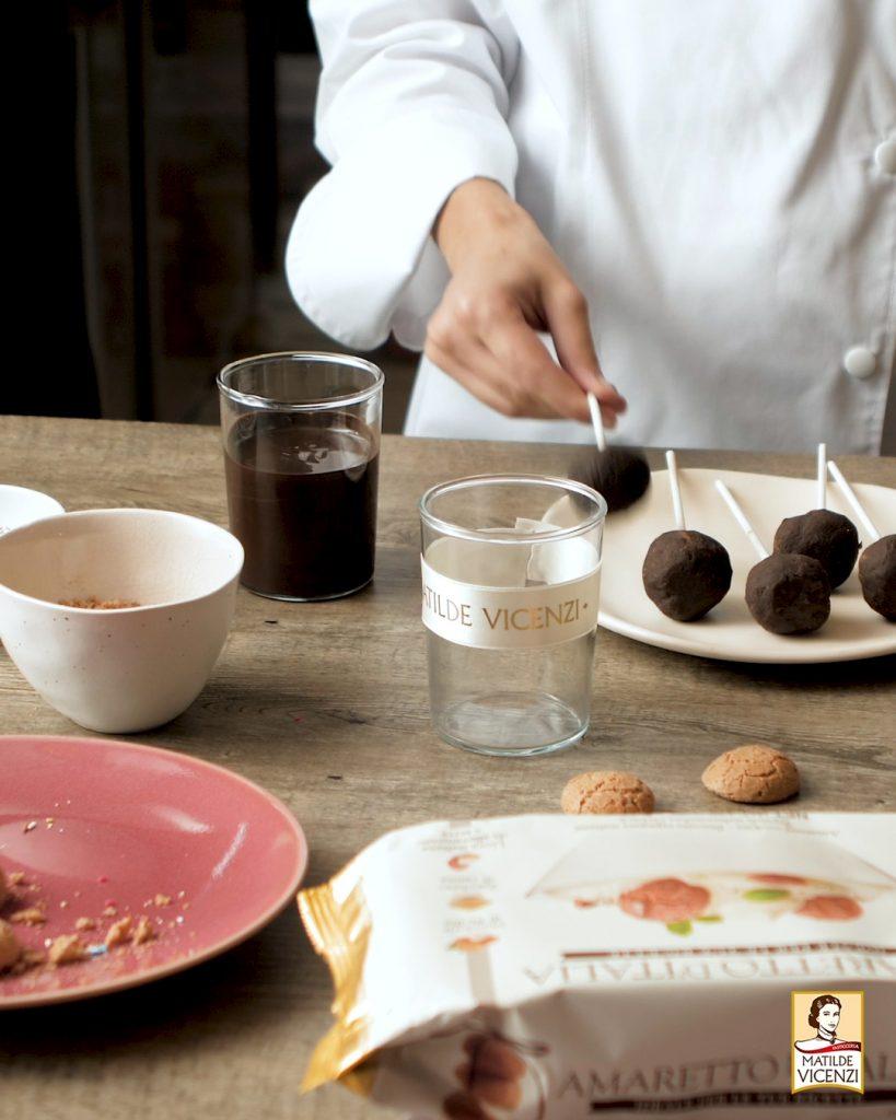 Lollipops al cioccolato e Amaretti d'Italia